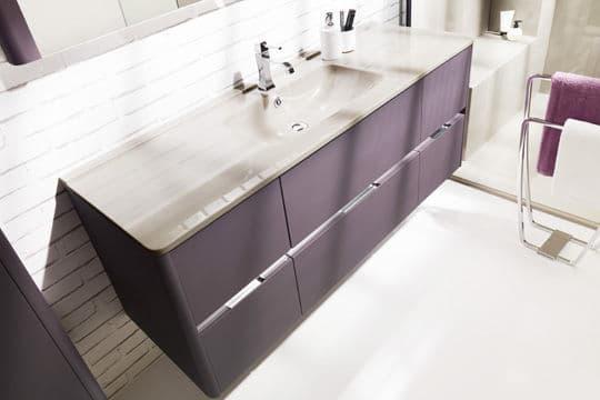 Une touche de couleur dans la salle de bains @Ambiance Bain