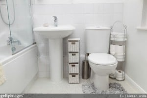 optimiser salle de bain petite salle de bain compacte am nager petite salle de bain. Black Bedroom Furniture Sets. Home Design Ideas
