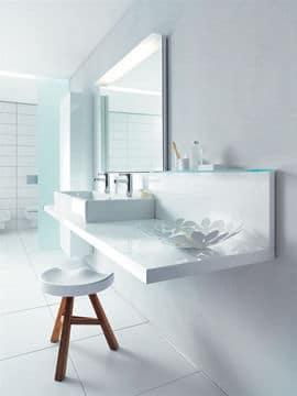 Une salle de bains stylée et épurée @Eoos