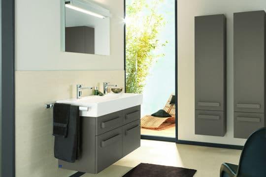 Vert kaki pour une salle de bains chic @Villeroy & Boch
