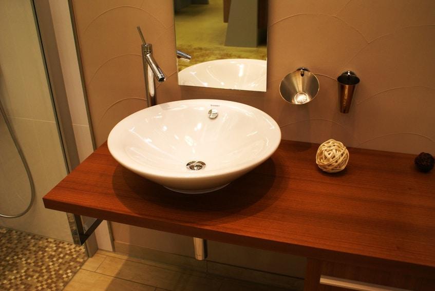 Une salle de bain tout en bois : zoom sur le teck massif ...